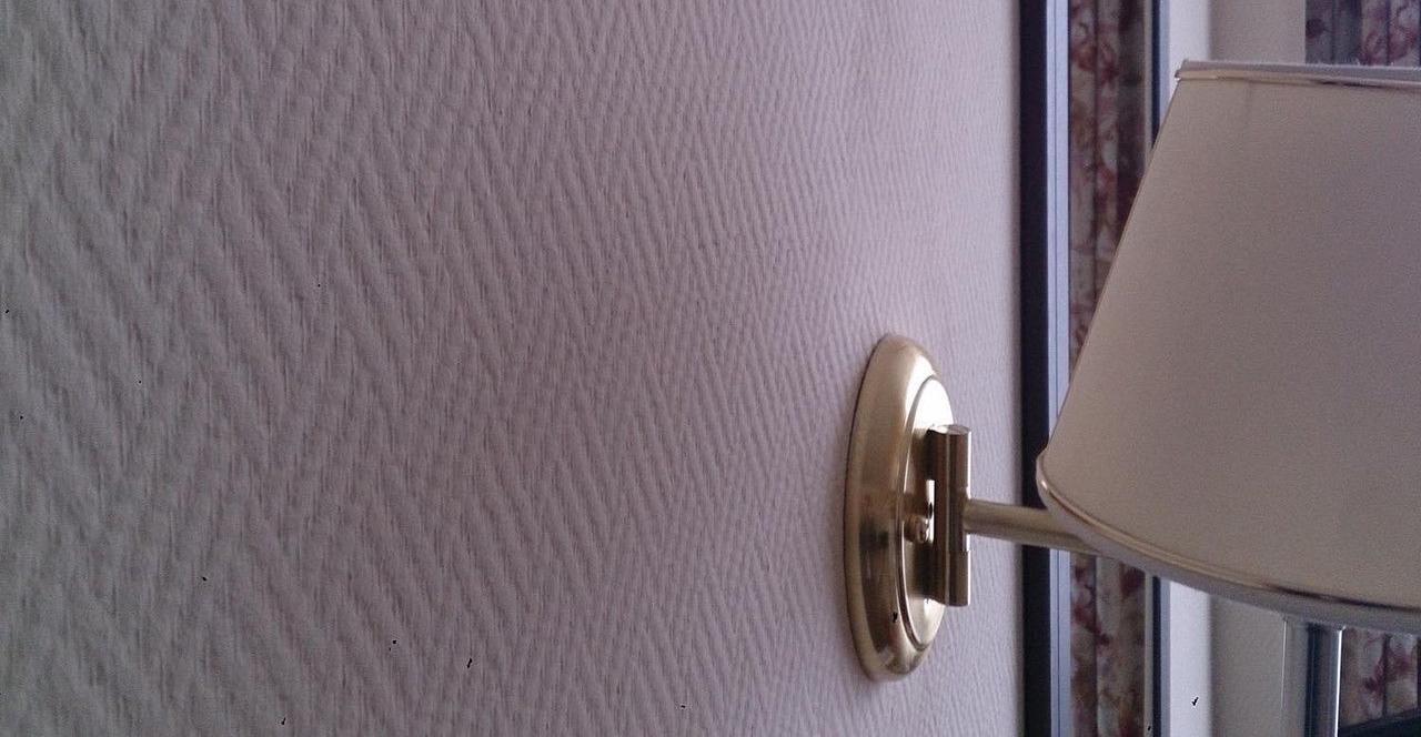Окрашивание стеклообоев рогожка - тонкости и нюансы отделочных работ.